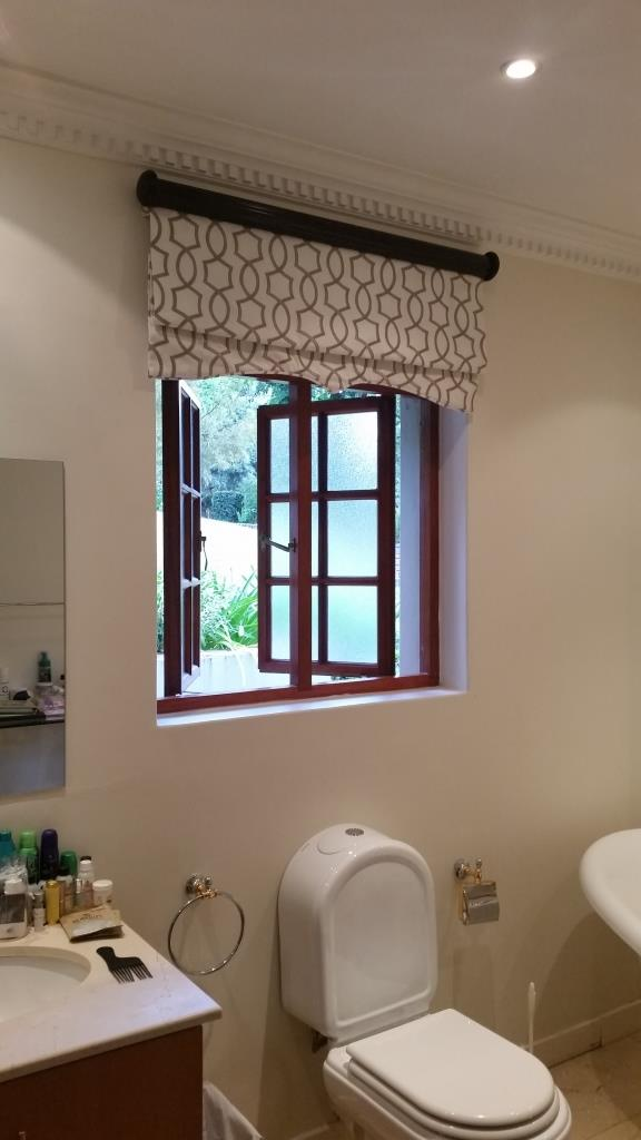 Delicious Interiors With Natural Materials And Gorgeous: Roman Blind